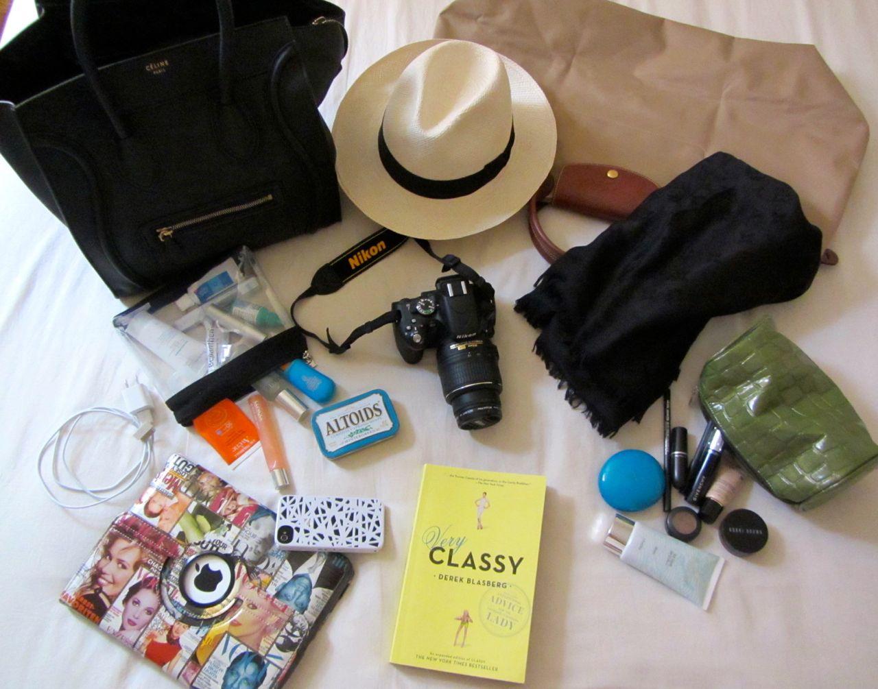 Resultado de imagen para cosas para llevar en una maleta